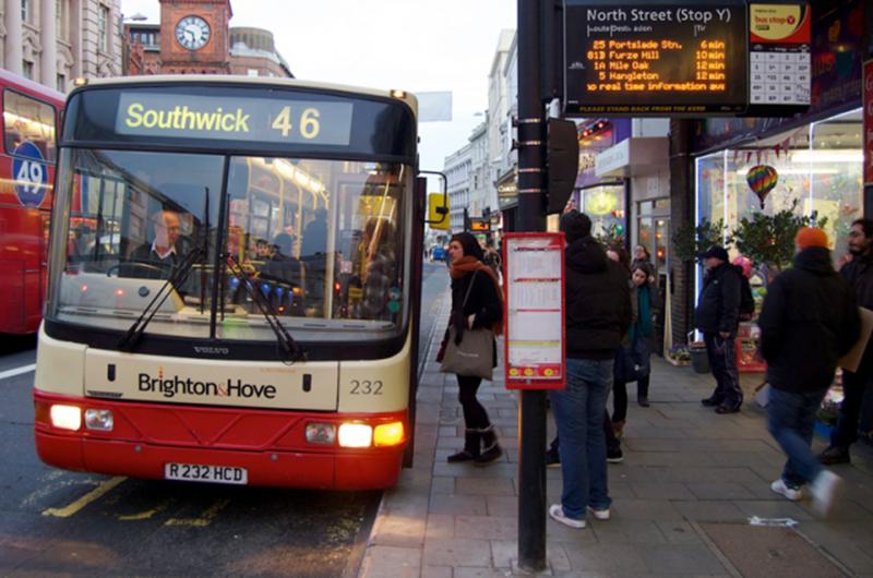 Lockdown in Inghilterra - foto di un Bus in Inghilterra