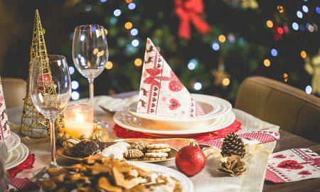 Le tradizioni britanniche natalizie - Pranzo Di Natale con tavola imbandita