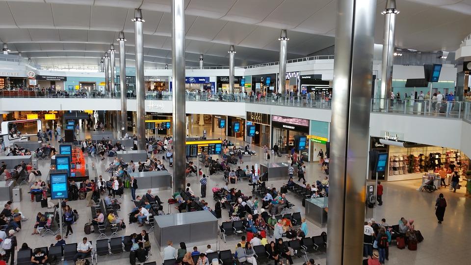 Rientro italiani da Londra - Aeroporto dall'interno