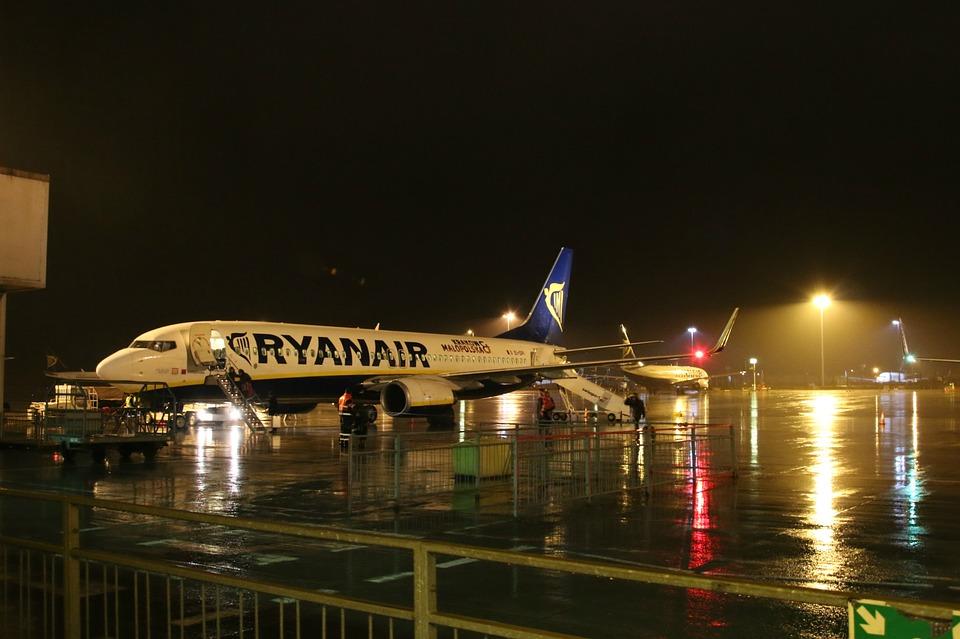 Rientro italiani da Londra - Aeroporto di notte in Uk