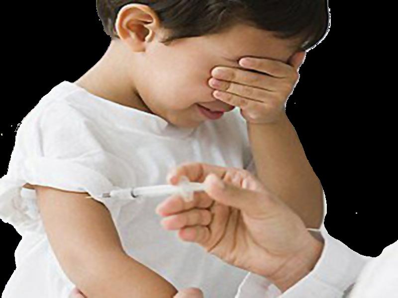 Il vaccino AstraZeneca - Bambina alla vaccinazione