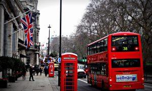Farmaco anti-Covid - le vie di Londra in inverno