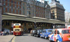 Variante del #Covid-19 - Stazione Di Londra dall'esterno