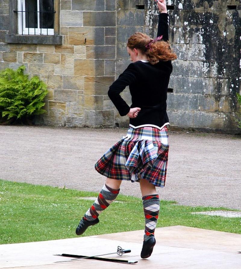 Il kilt -  Ragazza in Kilt che balla