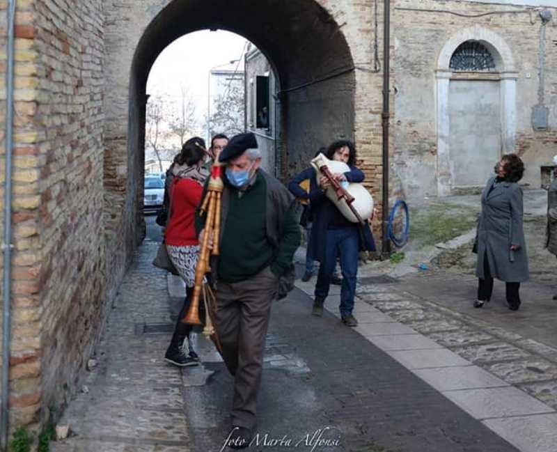 Suonatore Di Cornamusa in un paese antico