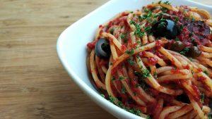 Spaghetti alla puttanesca - Pasta Alla Puttanesca nel piatto