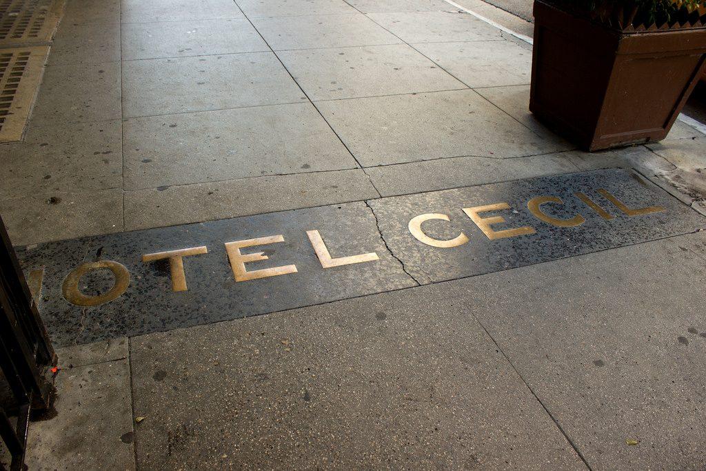 Hotel Cecil - scritta sul pavimento d'ingresso dell'hotel Cecil in cui è riportato il nome dell'albergo