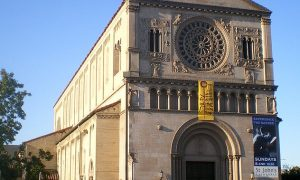 Cattedrale di San Giovanni di Los Angeles vista frontalmente