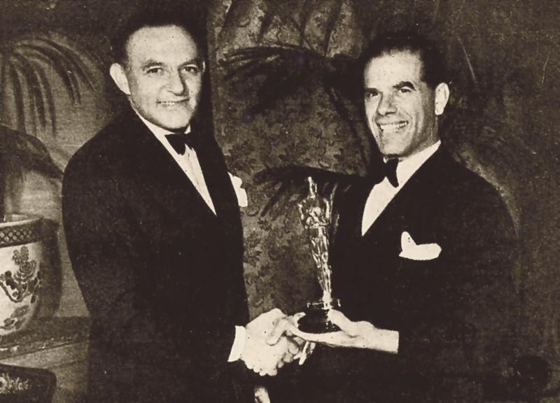 Frank Capra - Capra riceve un oscar