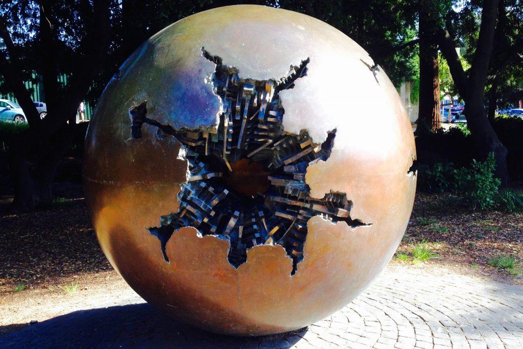 scultura di Arnaldo Pomodoro