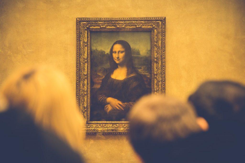Leonardo da Vinci. La Gioconda guardata da numerosi turisti