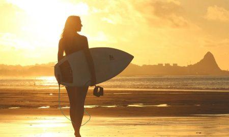 Coronavirus in California - Beach Surfer al tramonto