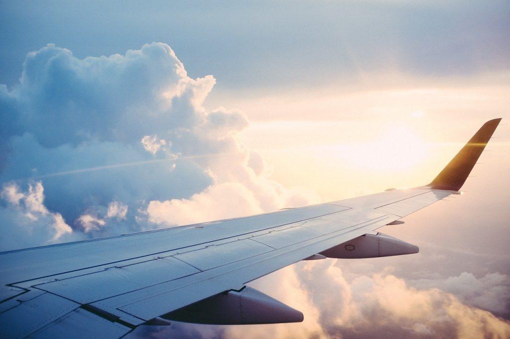 Collegamenti verso l'Italia. Aereo in volo