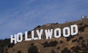 Hollywood - la scritta fotografata dal basso
