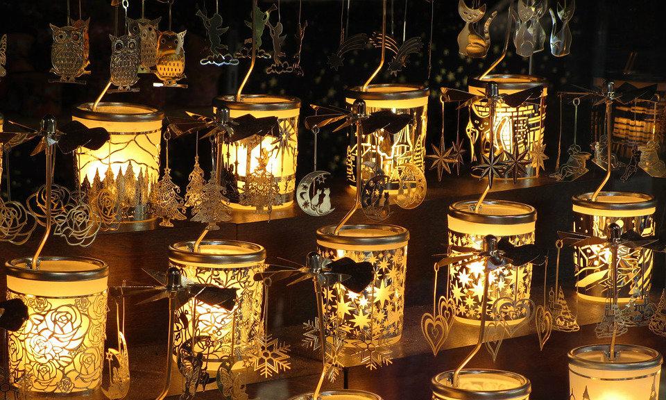 luci scintillanti del mercatino di Natale di Rabat