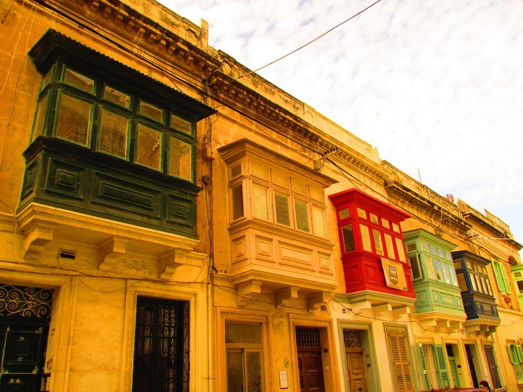 I colori dei balconi maltesi