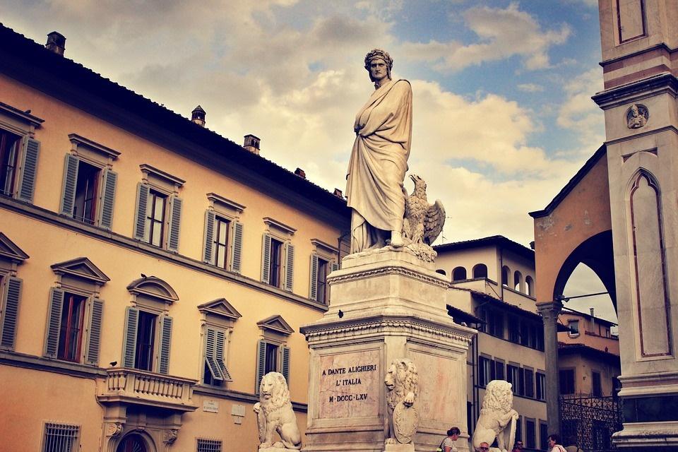 dante Alighieri- statua del sommo poeta