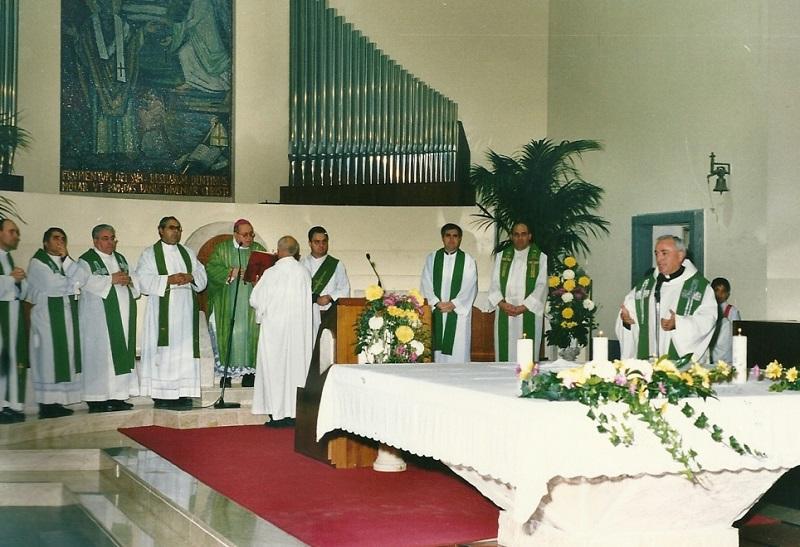 Giuseppe Cauchi officia una messa
