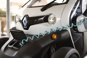 Car Sharing a Malta - auto elettrica in carica