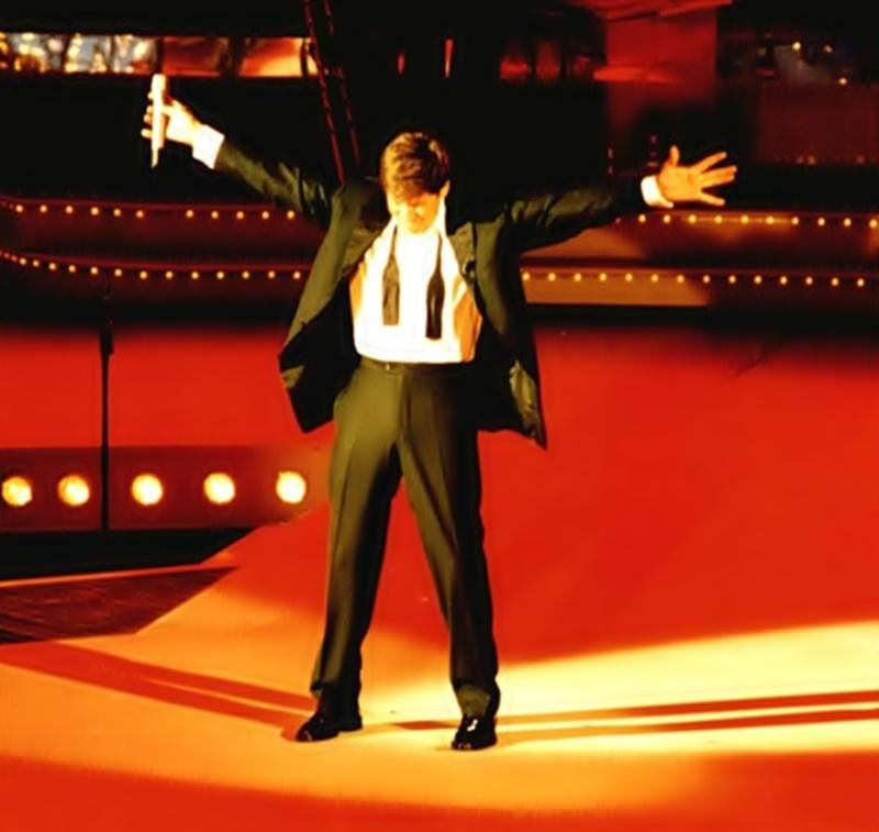 Gianni Morandi in concerto a Malta - Immagine di Morandi dopo uno spettacolo