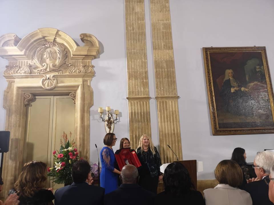 Cristina Tornali assegna il premio Virdimura