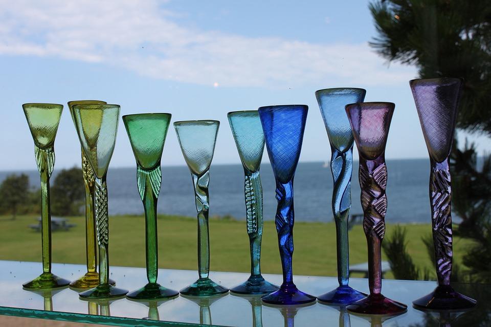 la lavorazione del vetro a Malta - calici in vetro soffiato