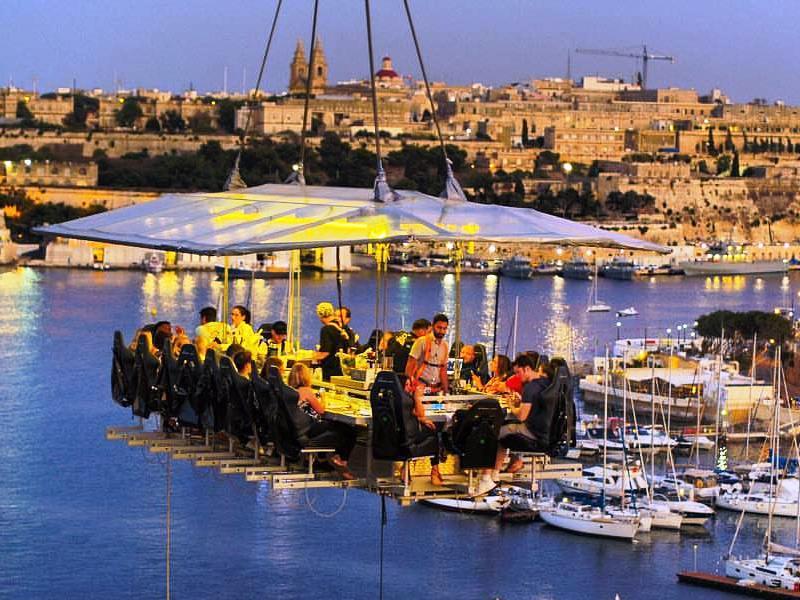 dinner in the sky: il ristorante per aria