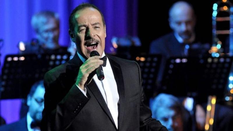 Massimo Lopez - l'artista Lopez mentre canta