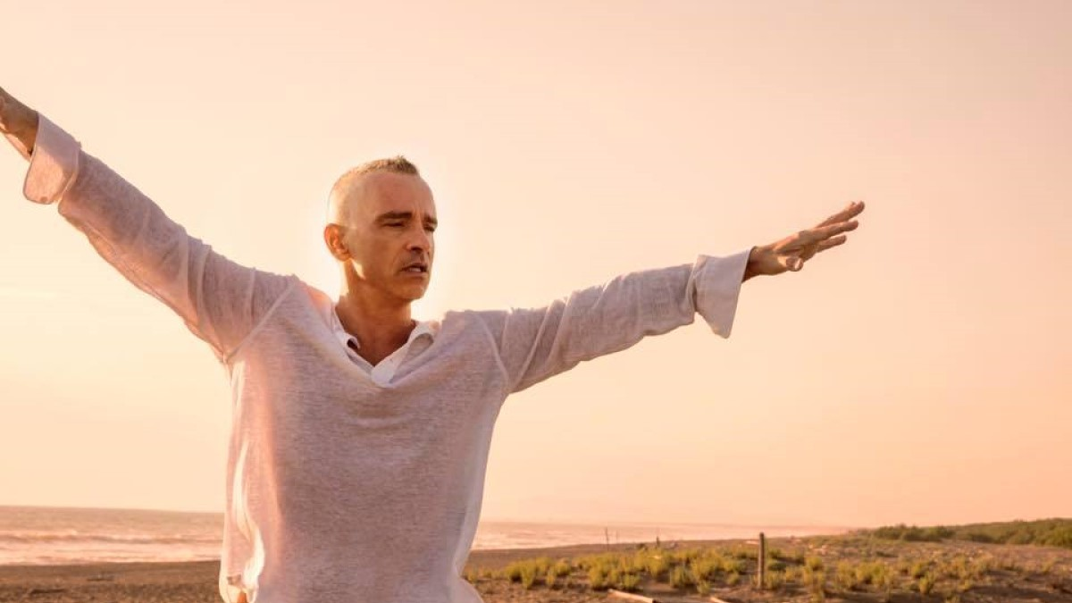 Eros Ramazzotti: foto al tramonto