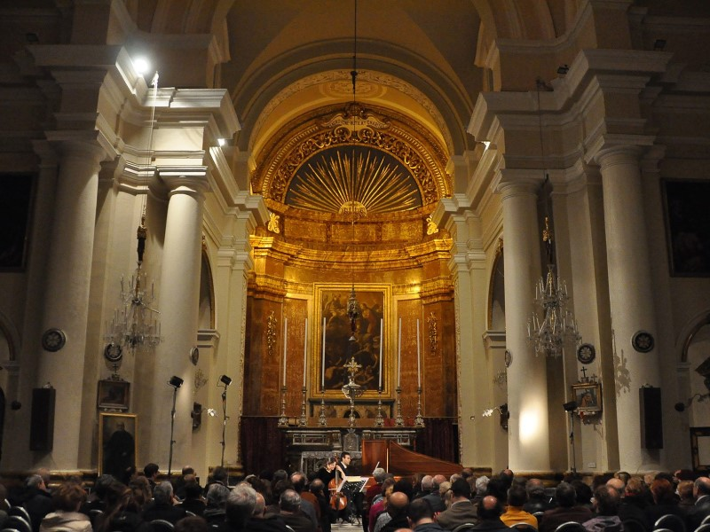 Un concerto all'interno di una chiesa