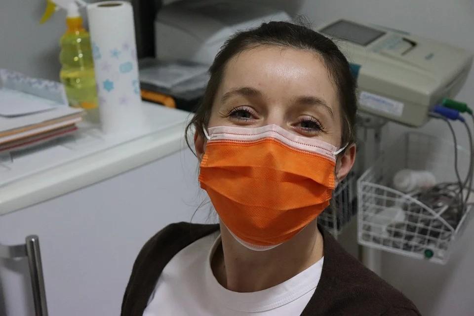 Mascherine e norme di sicurezza a Malta - infermiera con mascherina