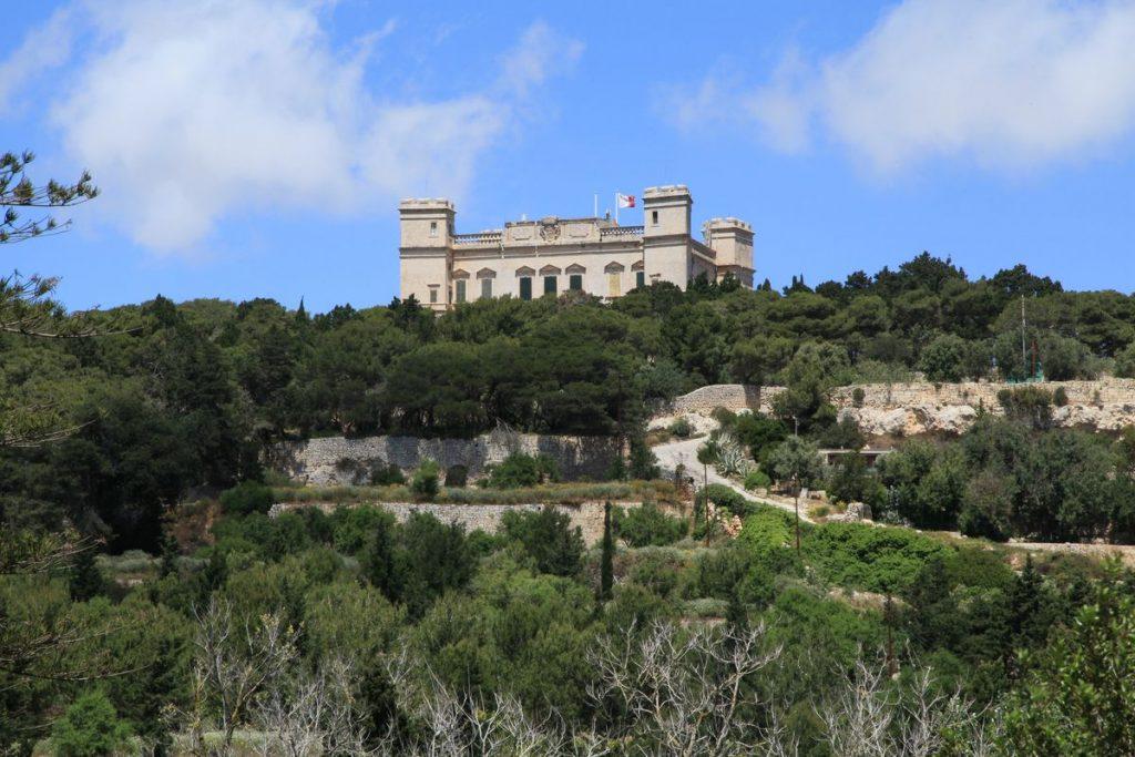 Sotirco Palazzo Verdala affacciato dalla collina rigogliosa