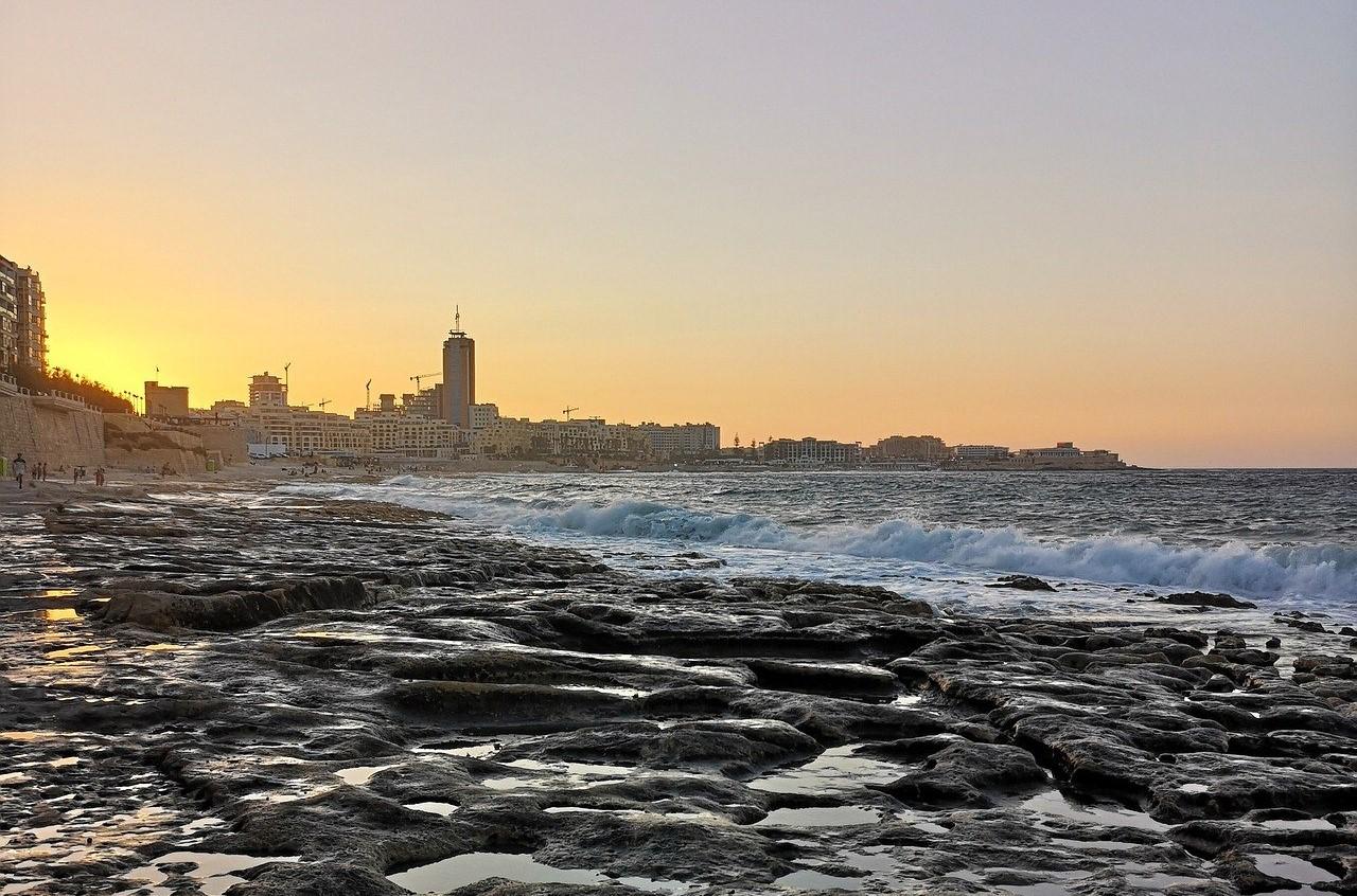 Spiagge dog-friendly. Spiaggia maltese nella località di Sliema