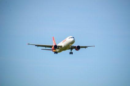 aeroporto - aereo maltese in volo