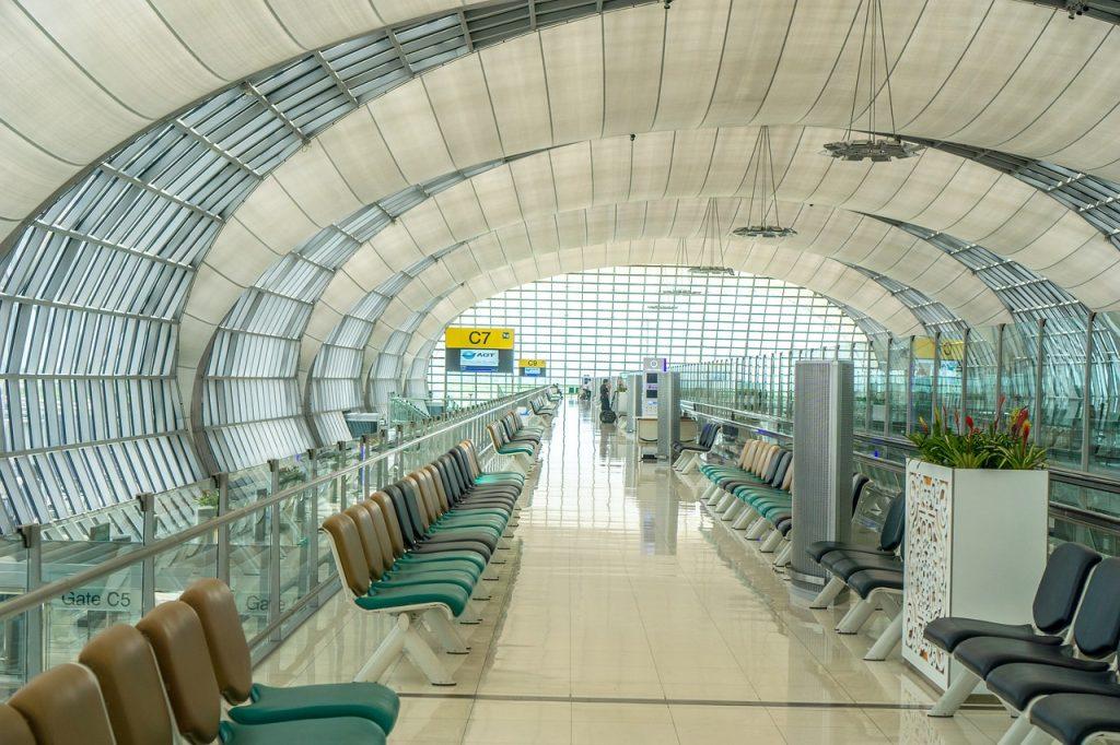 Aeroporto, sedute in sala di attesa