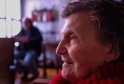 case di riposo - primo piano di una signora anziana