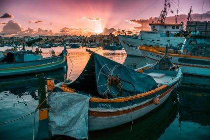 inquinamento - alcune barche nel porto