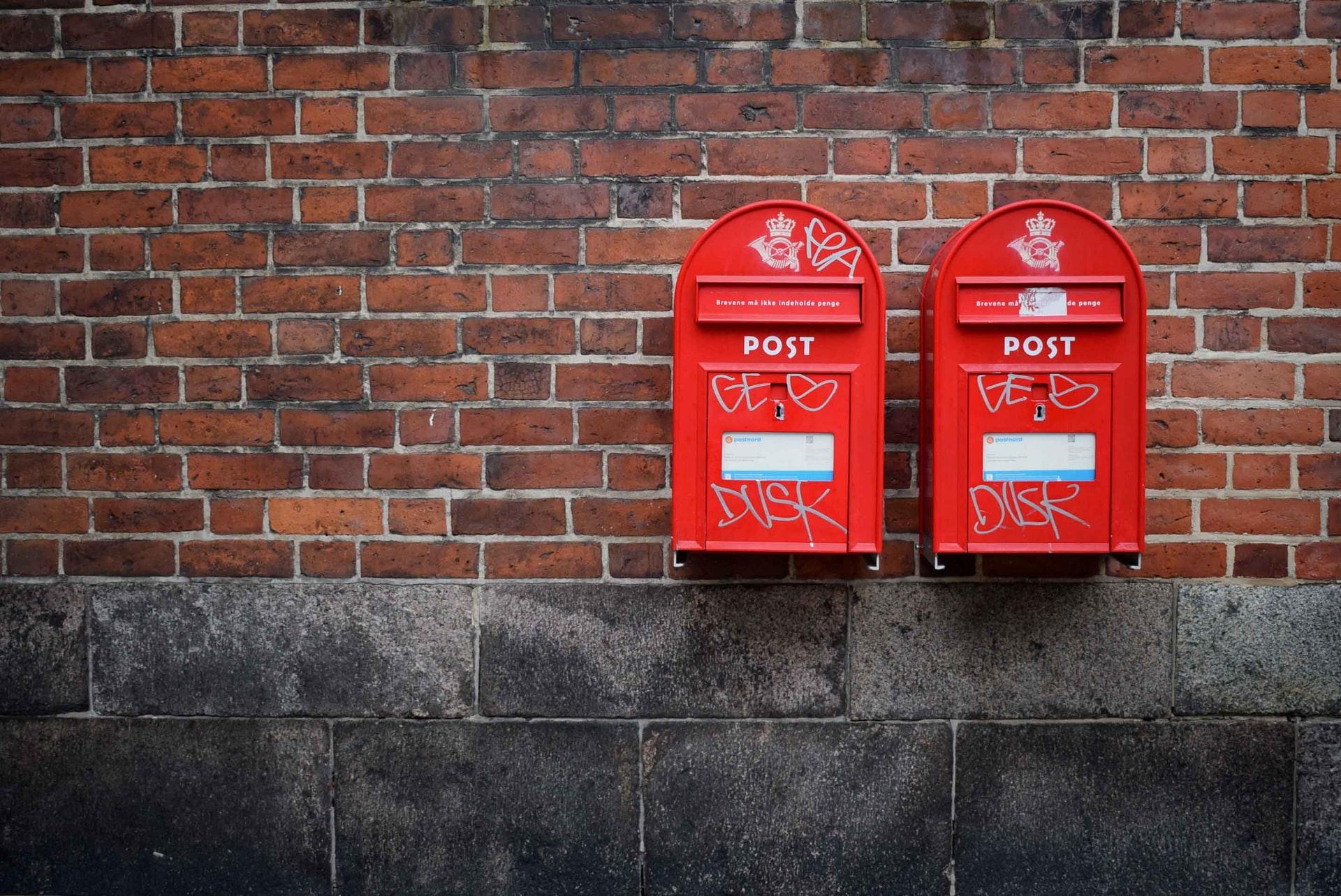 MaltaPost - due cassette delle lettere rosse