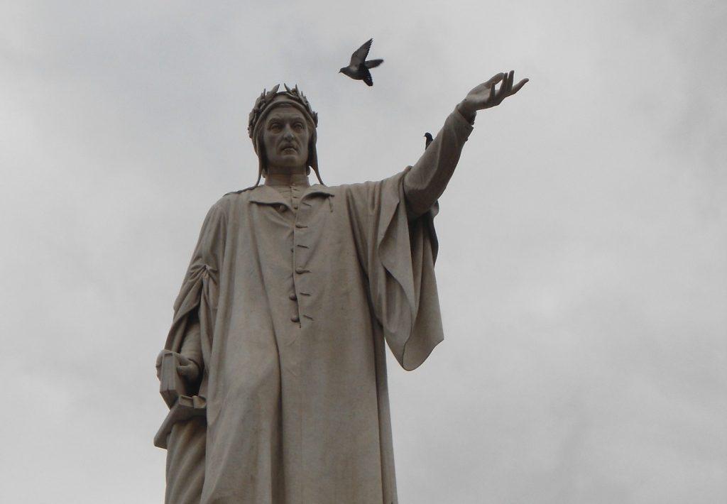 La Divina Commedia, statua di Dante