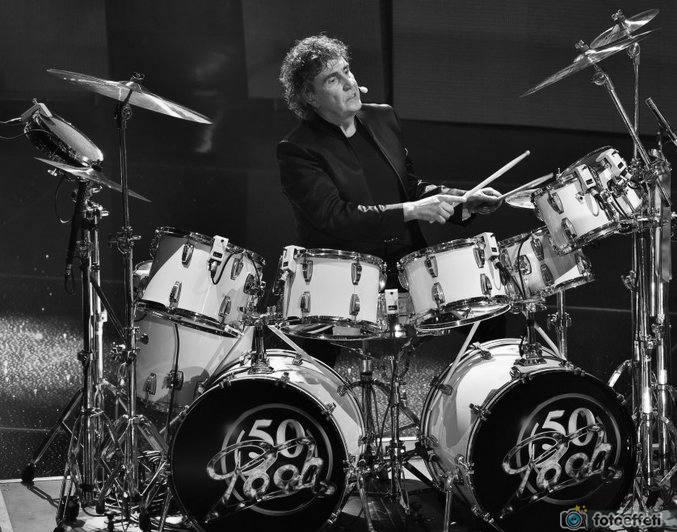 Stefano D'Orazio alla batteria