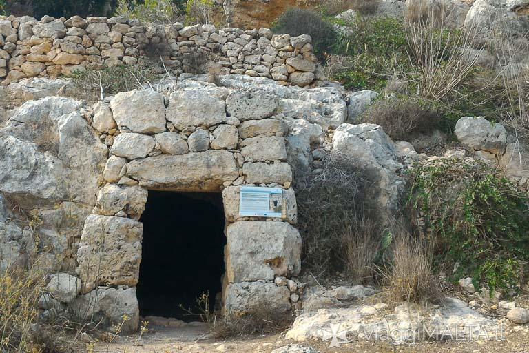 La strada romana di Xemxija, Grotta della Galea