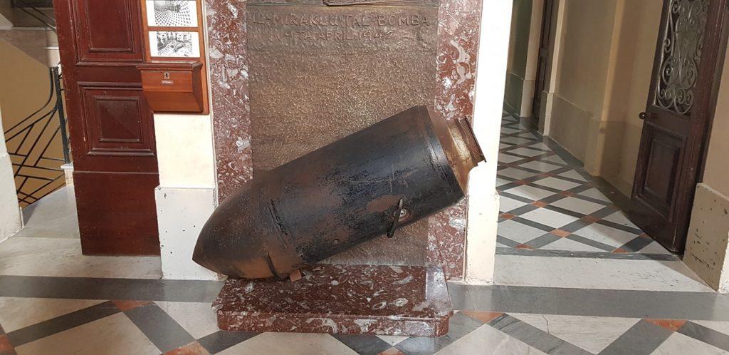 Il duomo di Mosta, la bomba