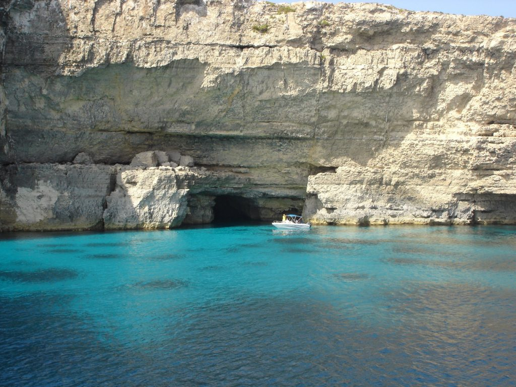 L'isola di Comino, Laguna blu