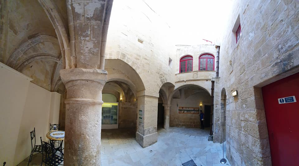 Il Palazzo dell'Inquisitore, chiostro