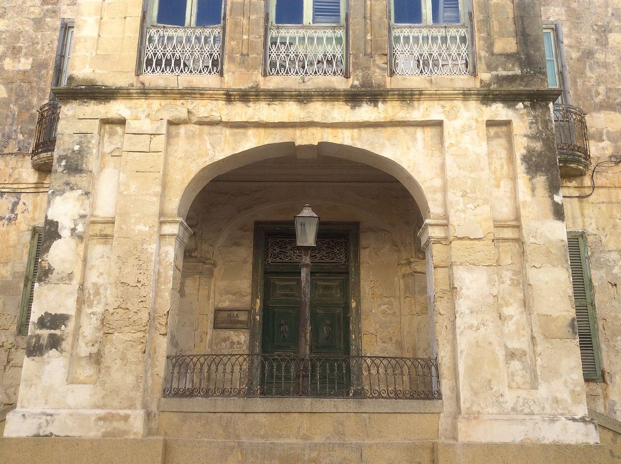 facciata villa guardamangia