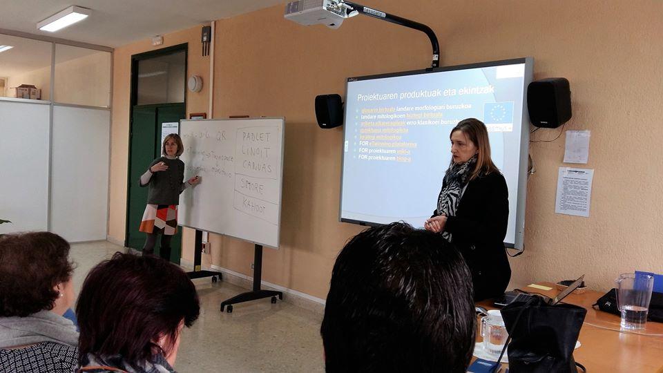 Erasmus A Matera - due tutor durante una lezione