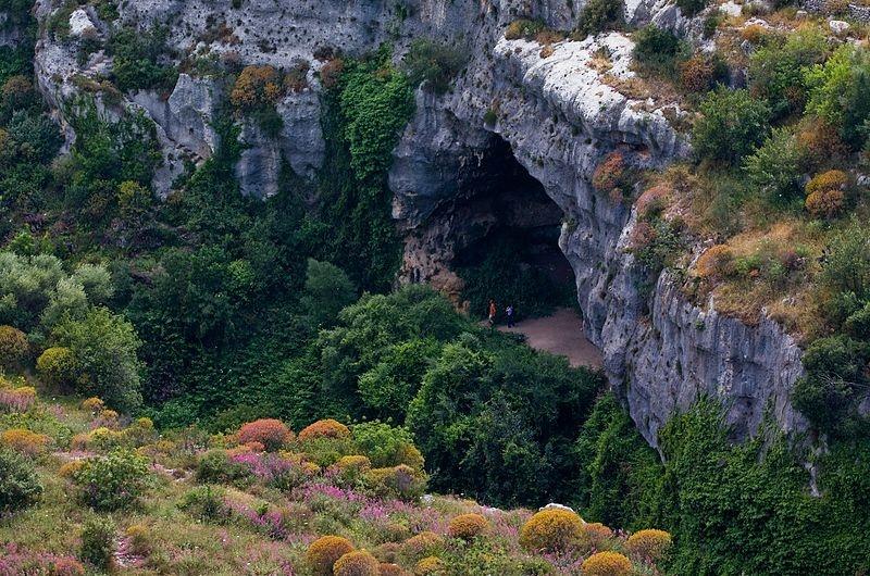 il tesoro di re barbarossa - immagine di grotte materane