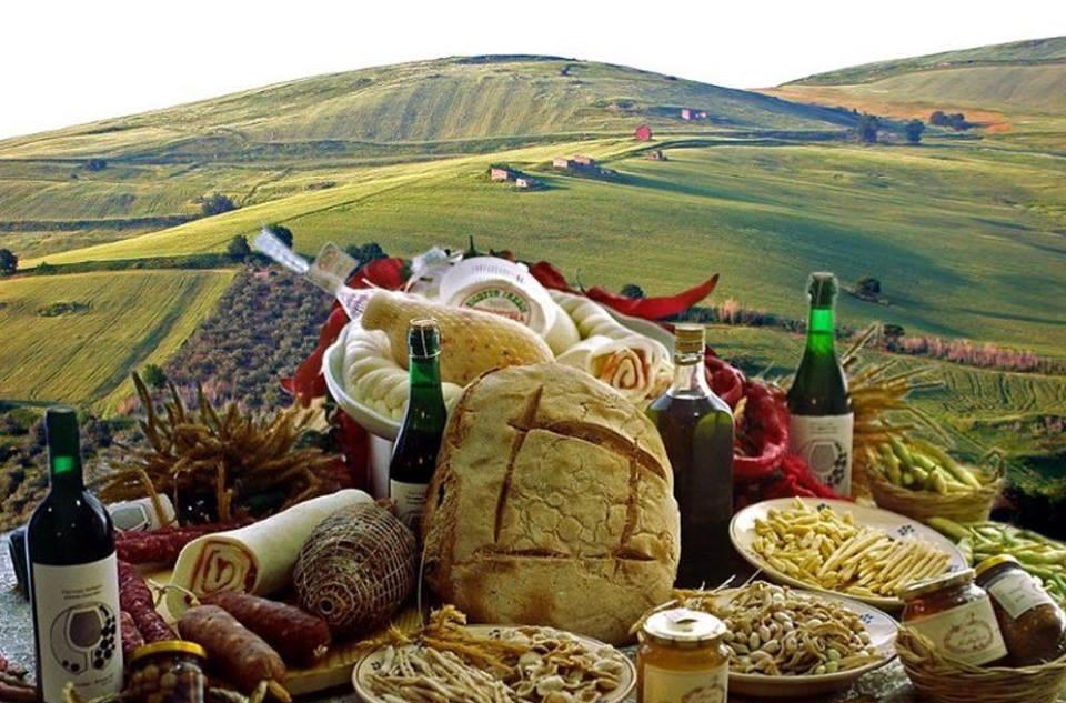 tutto il cibo lucano esposto per le feste