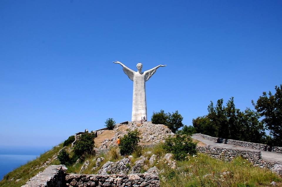 la statua del cristo