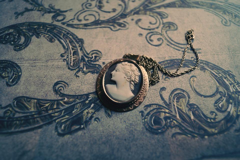 Amuleti Lucani con un vecchio Cameo dei primi del Novecento